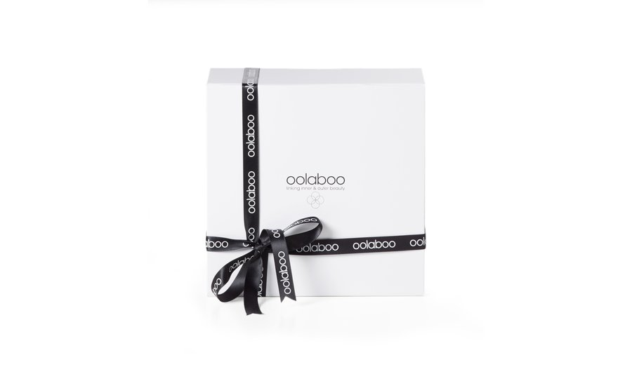White giftbox incl. ribbon and stuffing material