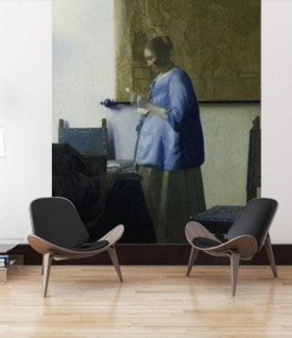 Mural Frau liest einen Brief