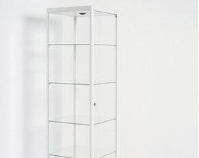 Glazen Vitrinekast Te Koop.Glazenvitrinekast Een Glazen Vitrinekast Trekt Niet Zelf De