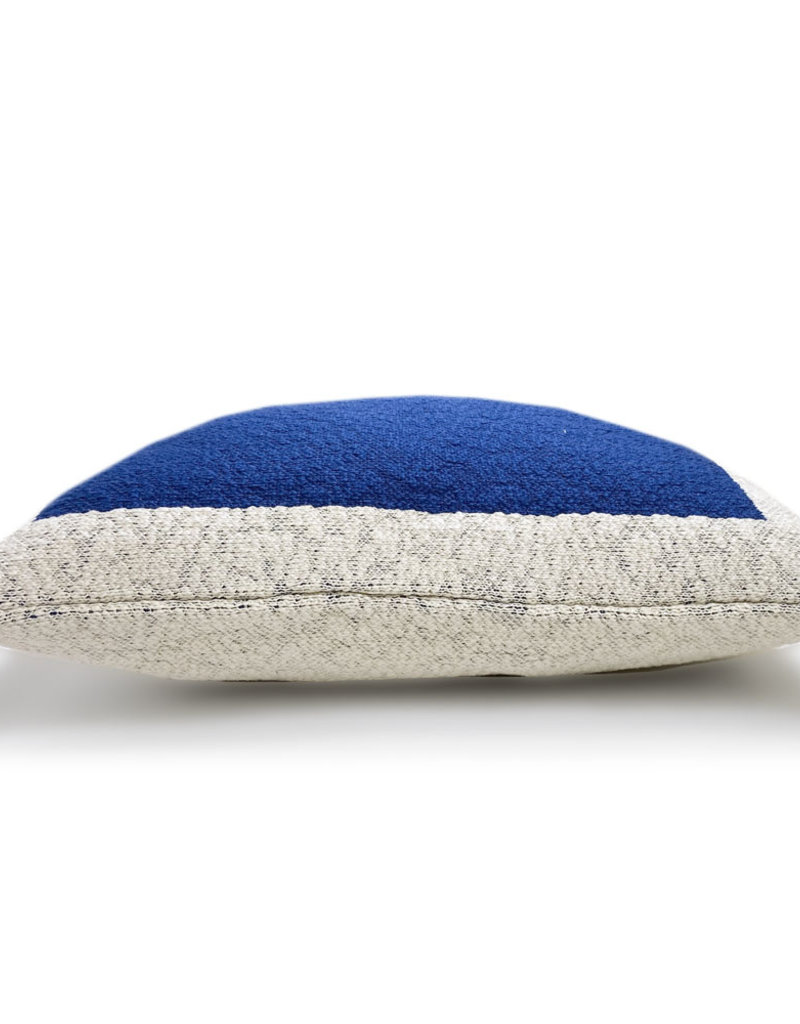 Solid knittedposter cushion blue (NEW)