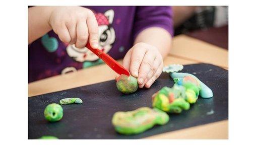 Kneten mit der intelligenten Knete oder Fluffy Schleim