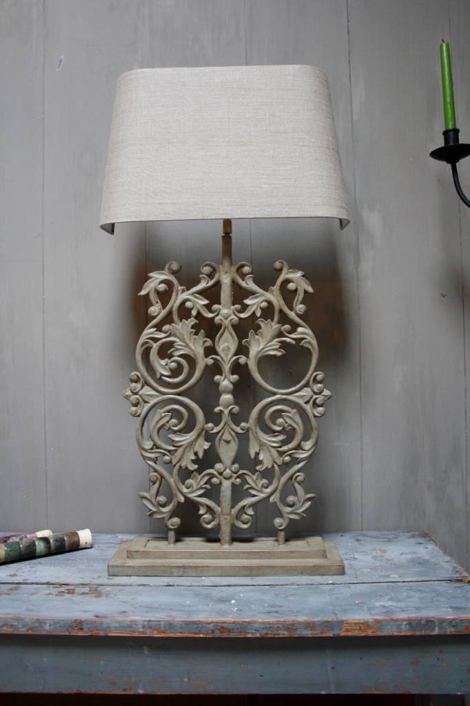 Staande ijzeren lamp met grijze linnen kap-2