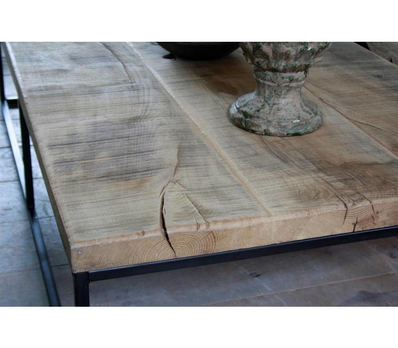 Salontafel eikenhout met ijzeren onderstel