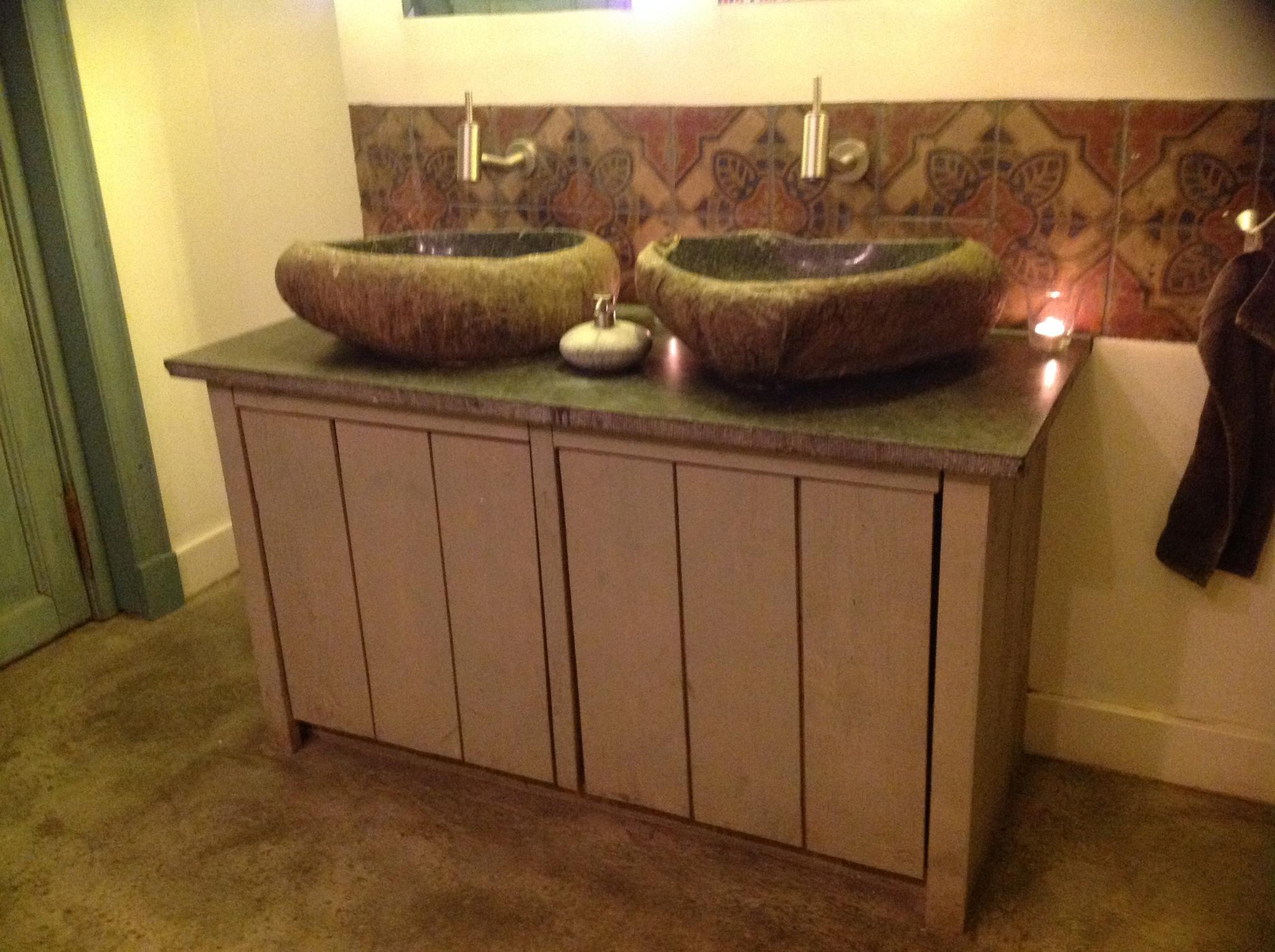 Landelijk badkamermeubel met waskommen Rene Houtman