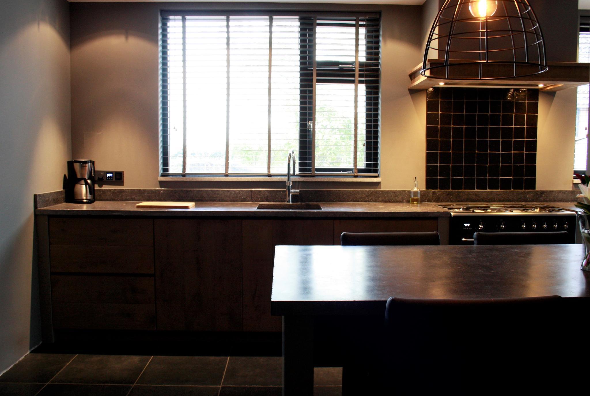 landelijke keuken met belgisch hardsteen - www.renehoutman.nl.jpg