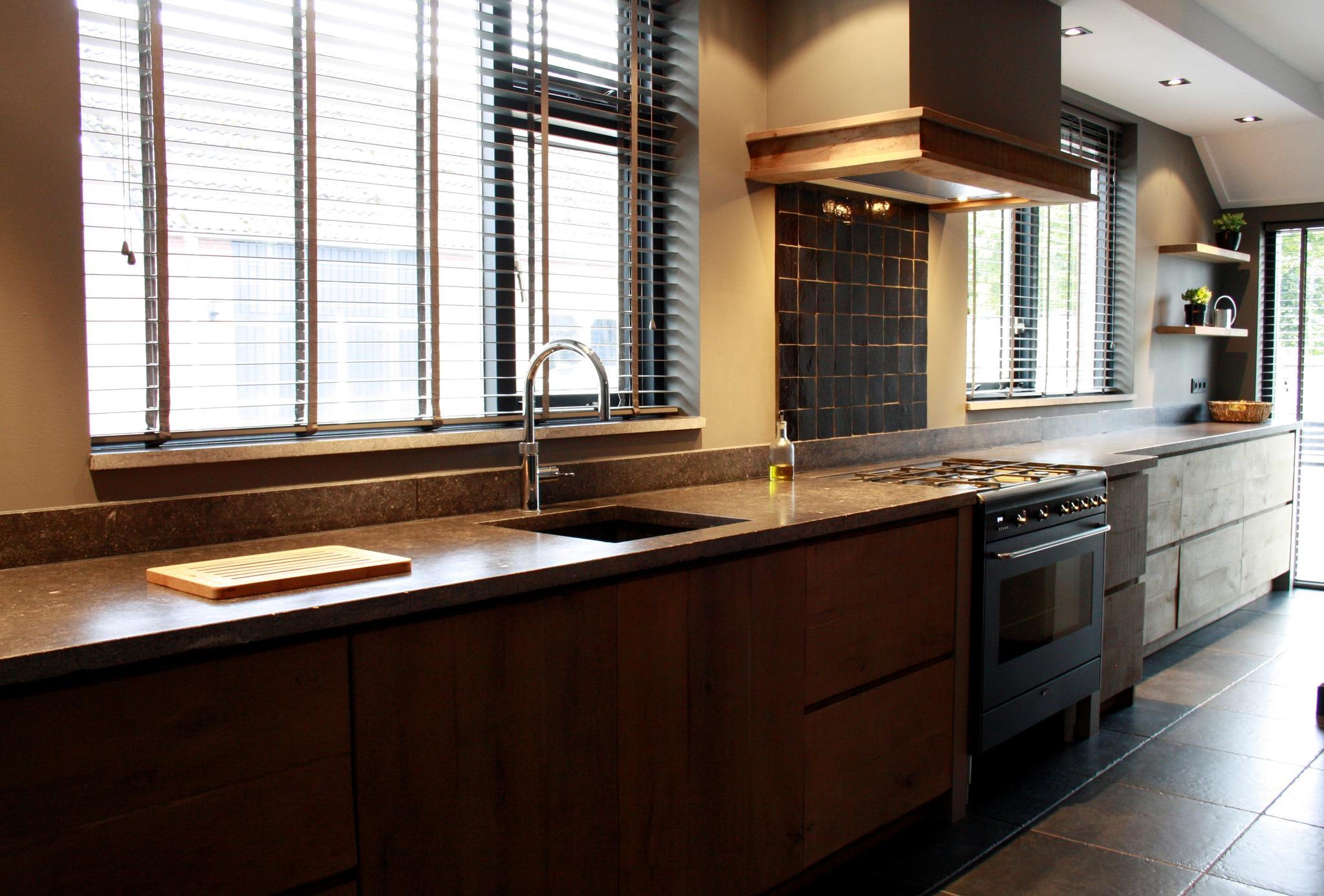 landelijke keuken met belgisch hardsteen - www.renehoutman.nl