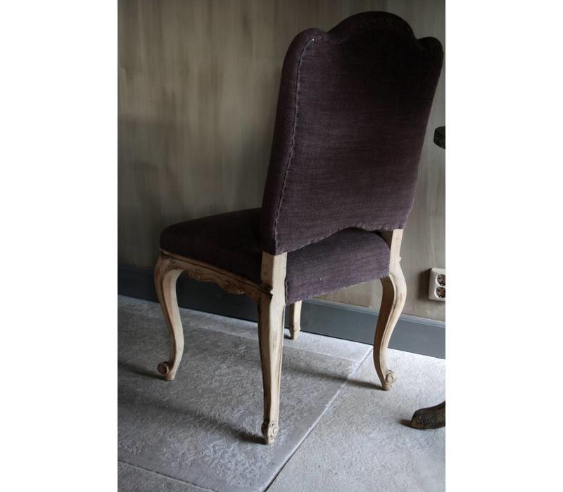 Barok stoeltje met paars linnen