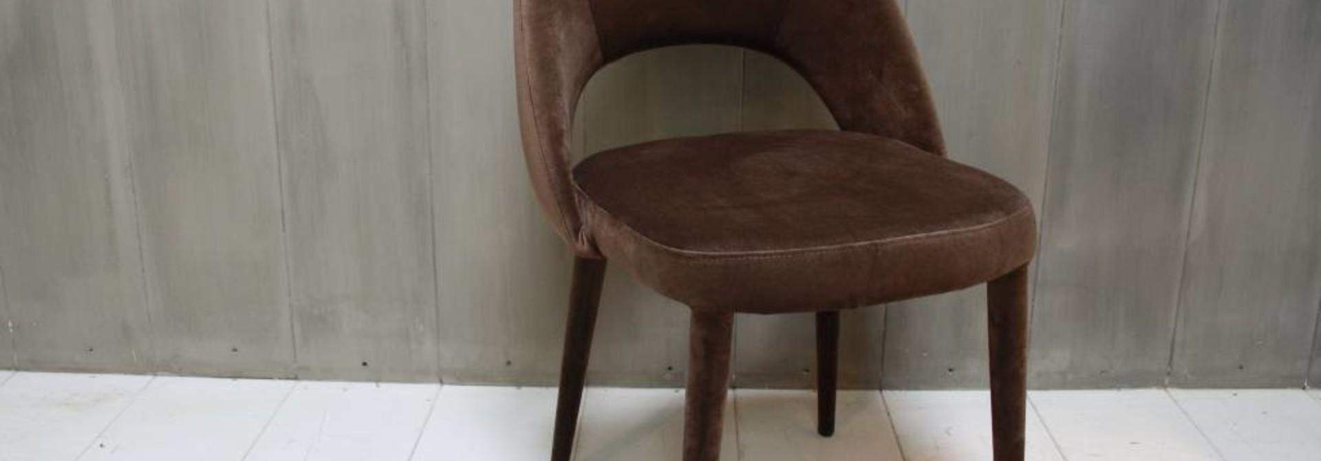 Eetkamerstoel Oliver velvet bruin + velvet poten