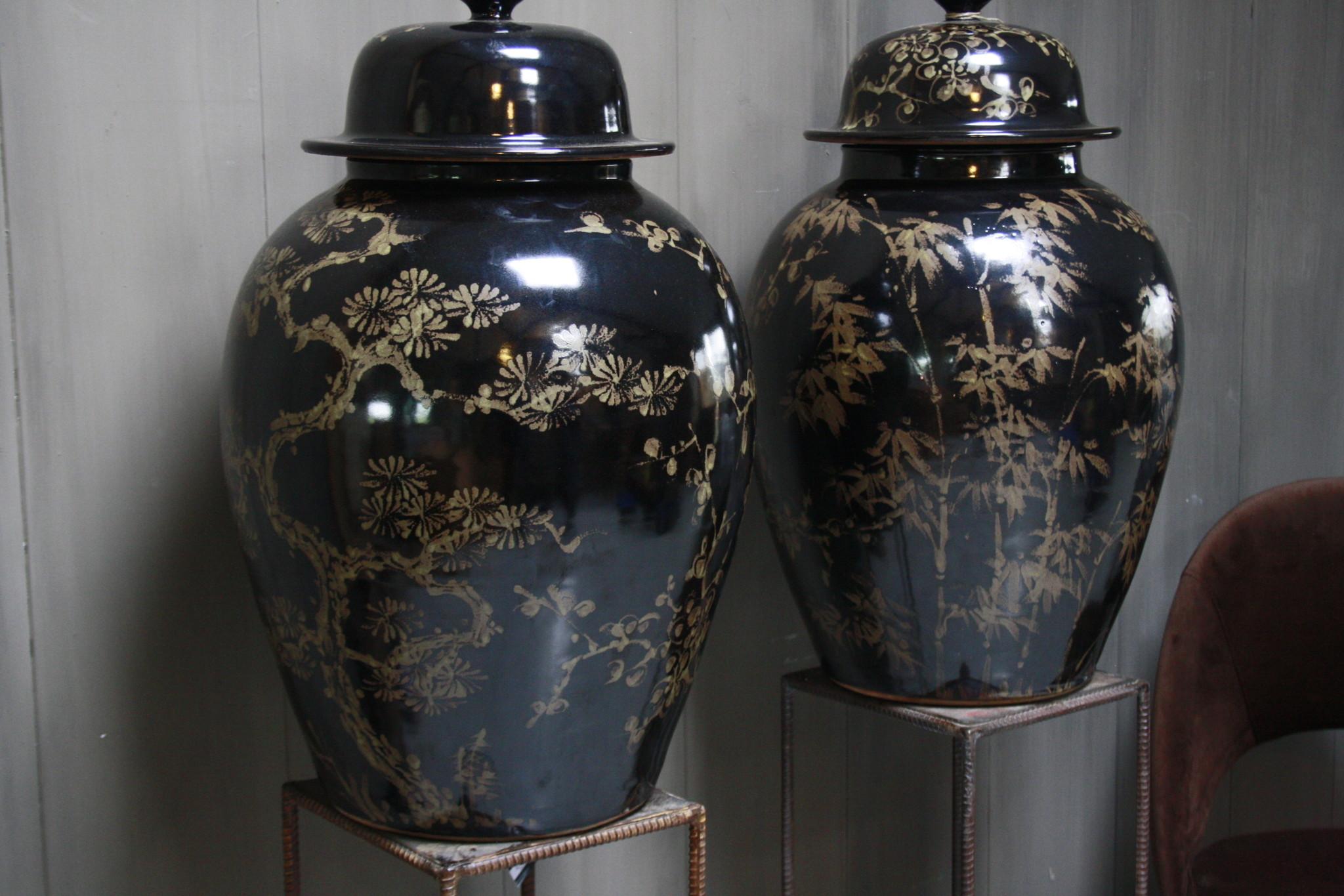 Hand beschilderde porseleinen Ralph Lauren vaas in zwart-goud 70 cm-2