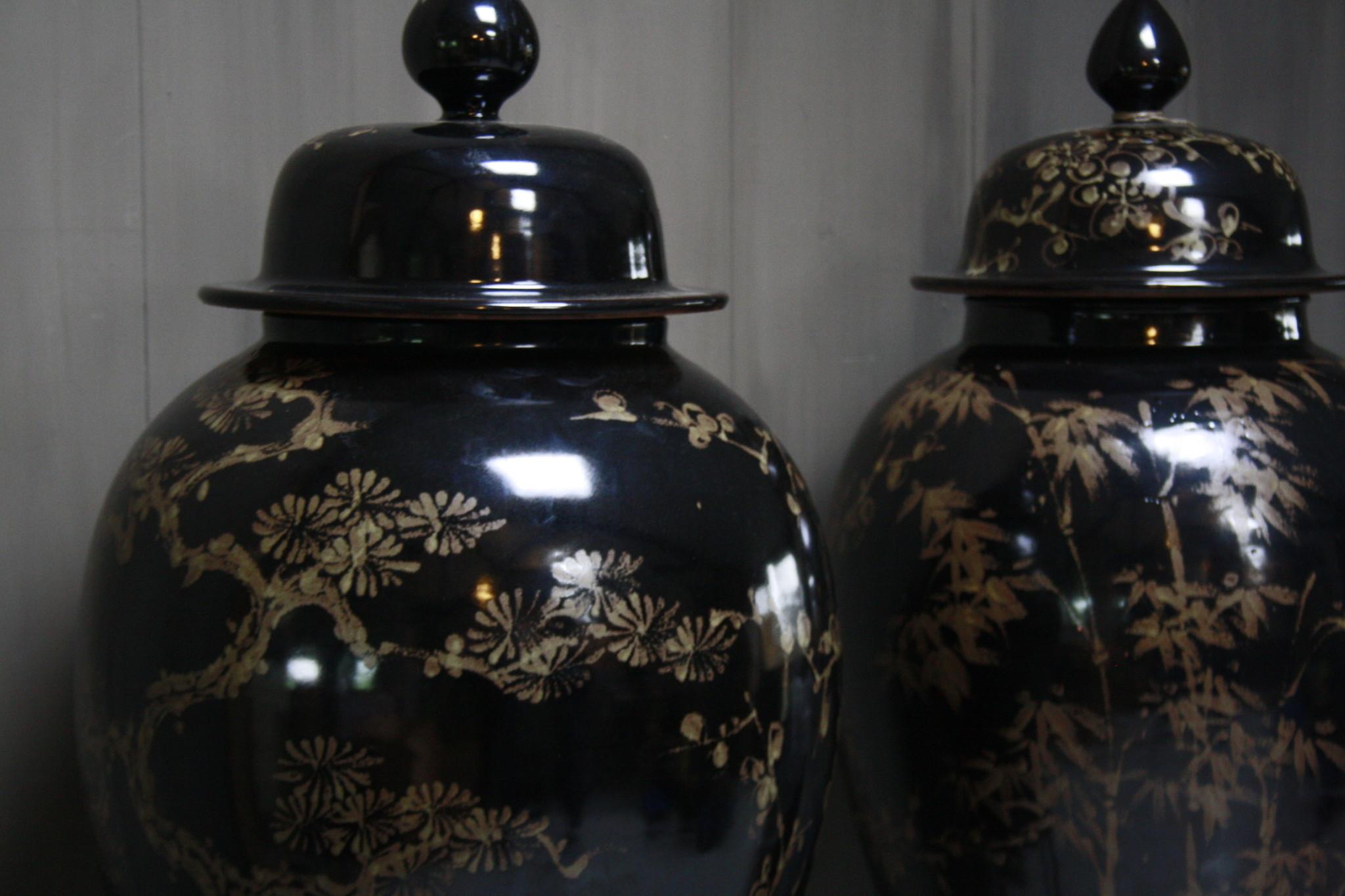 Hand beschilderde porseleinen Ralph Lauren vaas in zwart-goud 70 cm-5