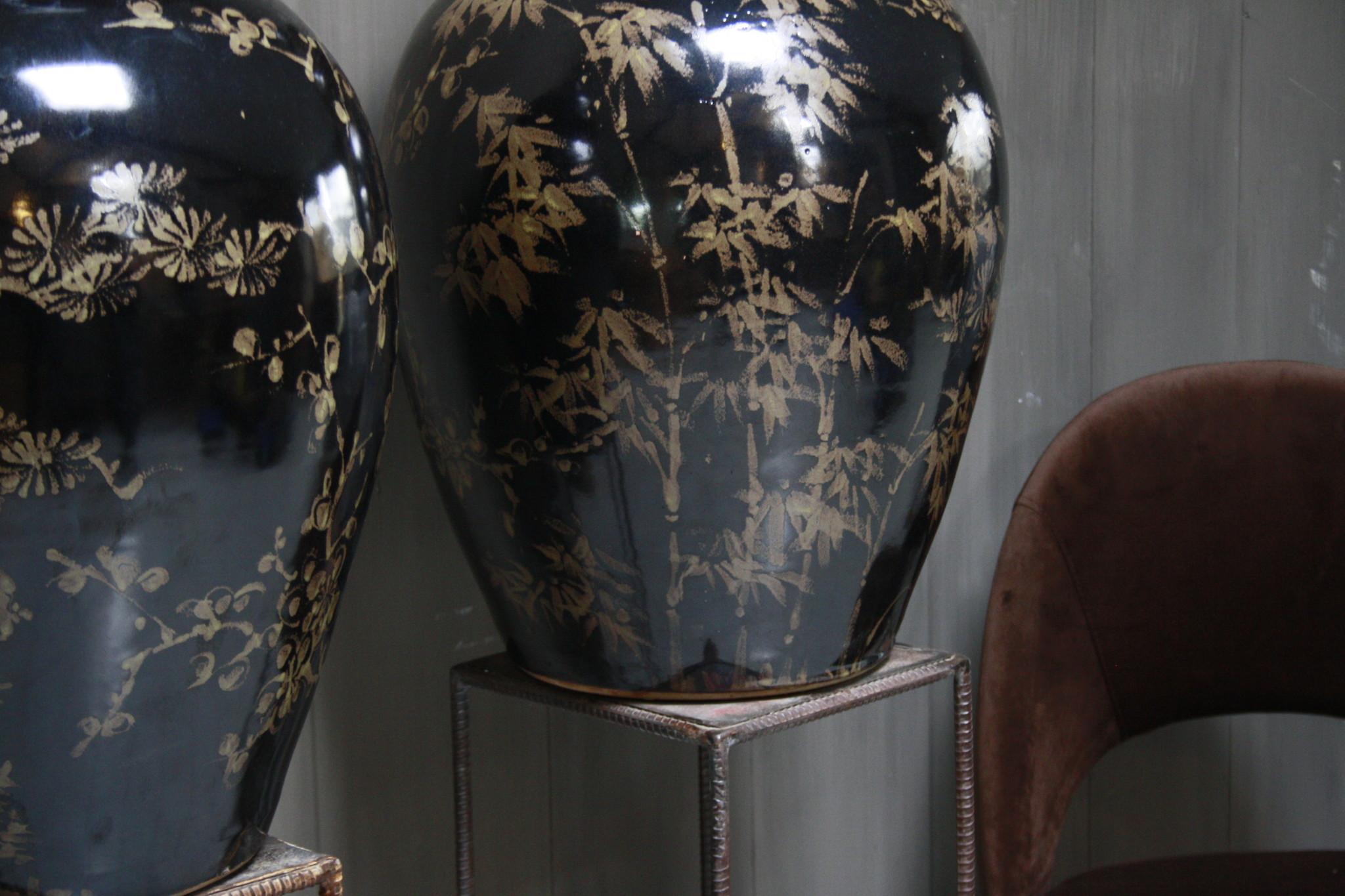 Hand beschilderde porseleinen Ralph Lauren vaas in zwart-goud 70 cm-6
