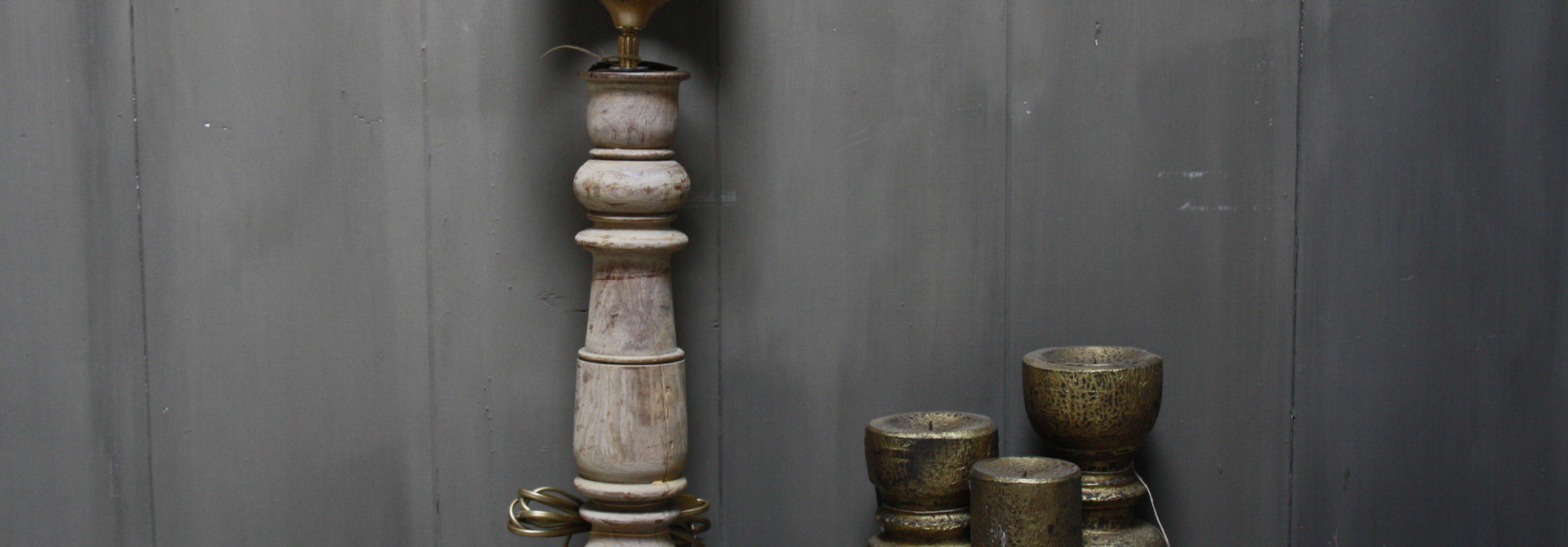 Aura peeperkorn oud houten baluster lamp 60 cm