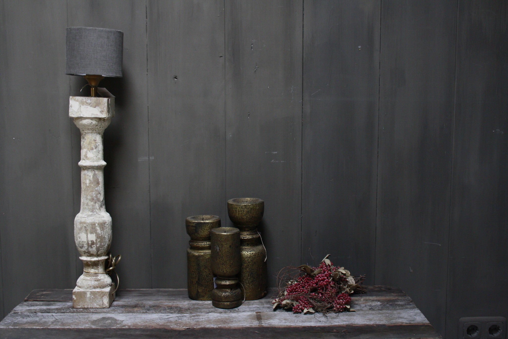 Aura peeperkorn oud houten baluster lamp white-1