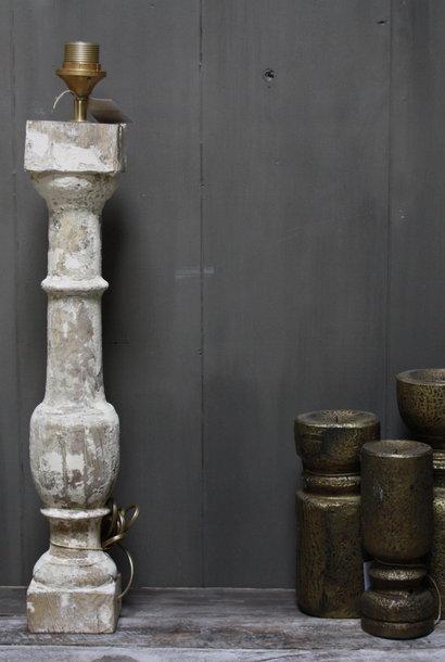 Aura peeperkorn oud houten baluster lamp white