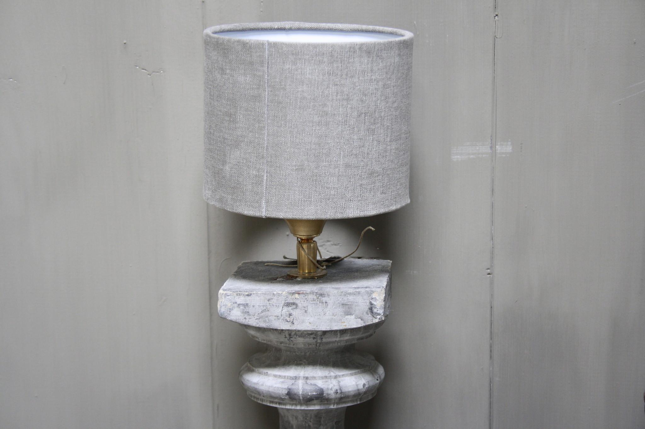 Aura peeperkorn grijs houten baluster lamp 42 cm-4
