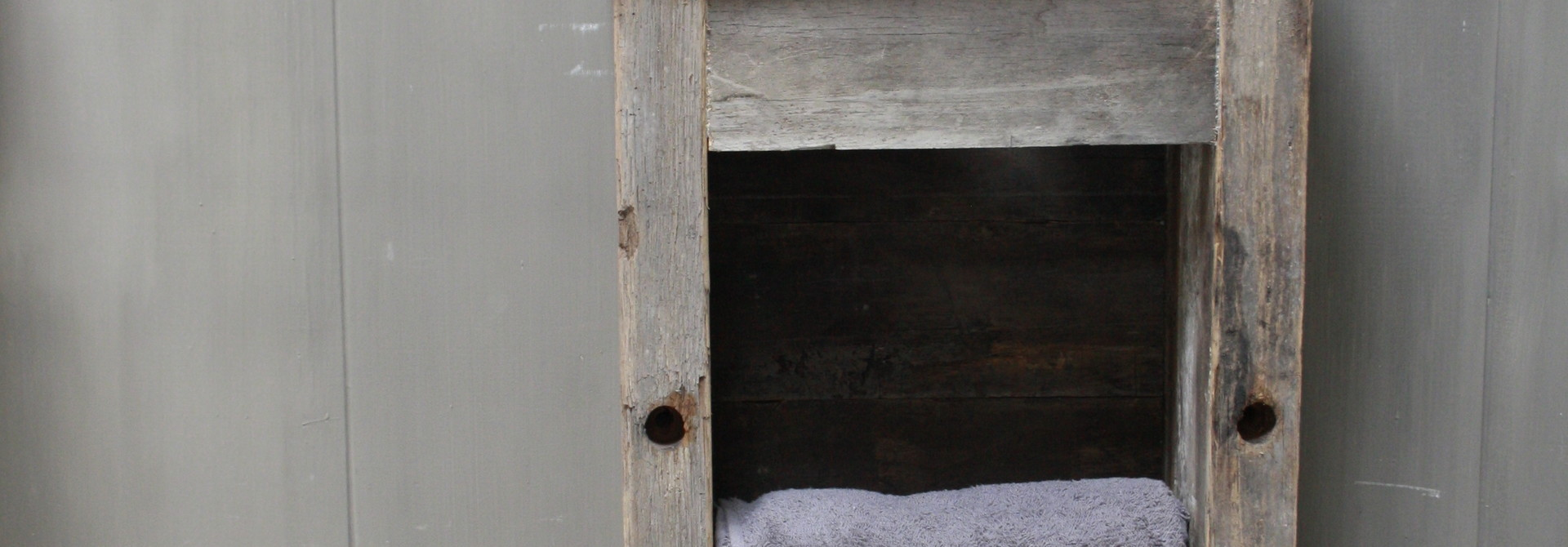 Toiletmeubel oud hout met betonbak  90 cm light grey