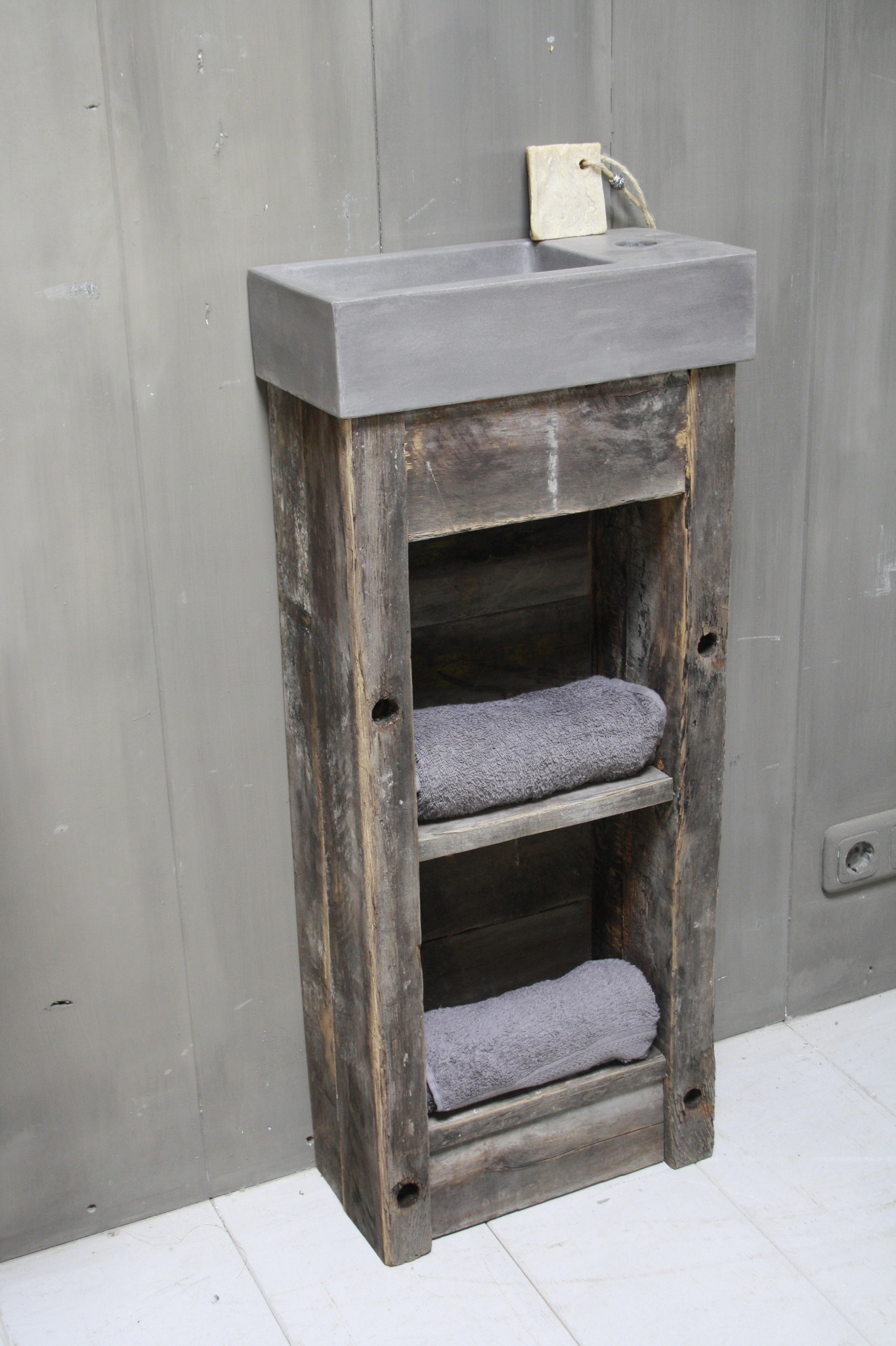Toiletmeubel oud hout met betonbak 90 cm dark grey-1