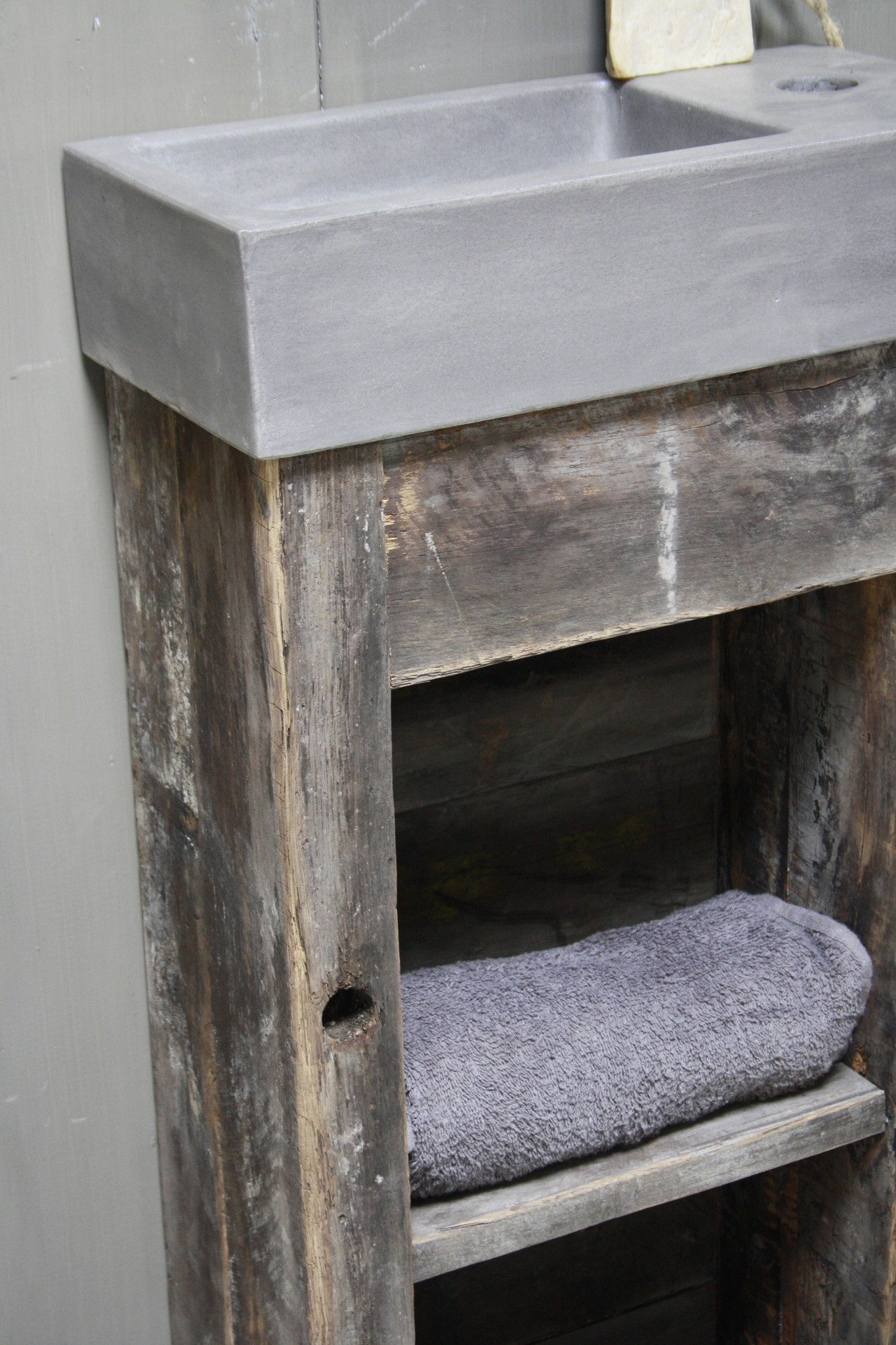 Toiletmeubel oud hout met betonbak 90 cm dark grey-3