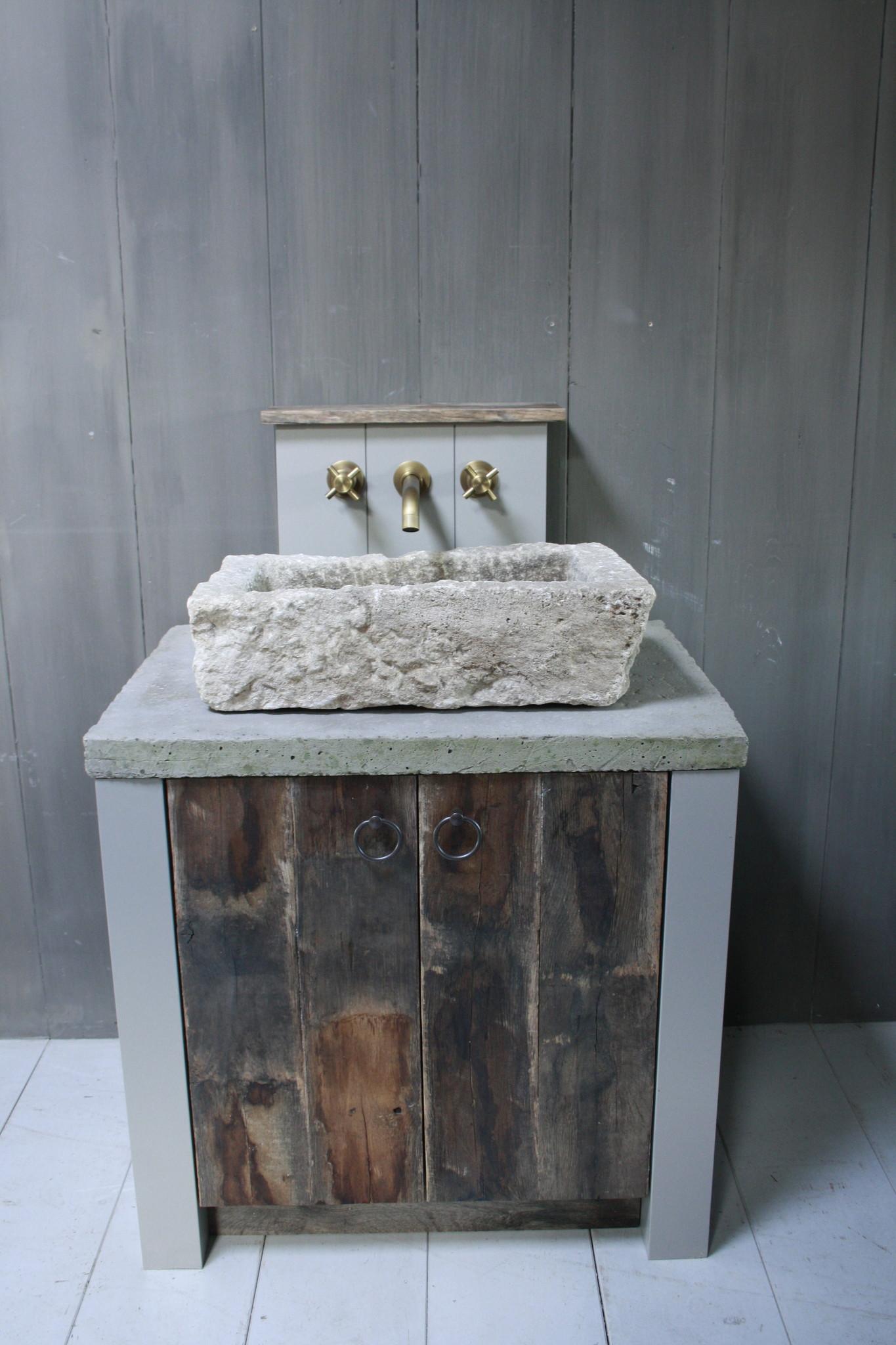 Badkamermeubelset oud eikenhout met stenen trog en complete pompstraat-2