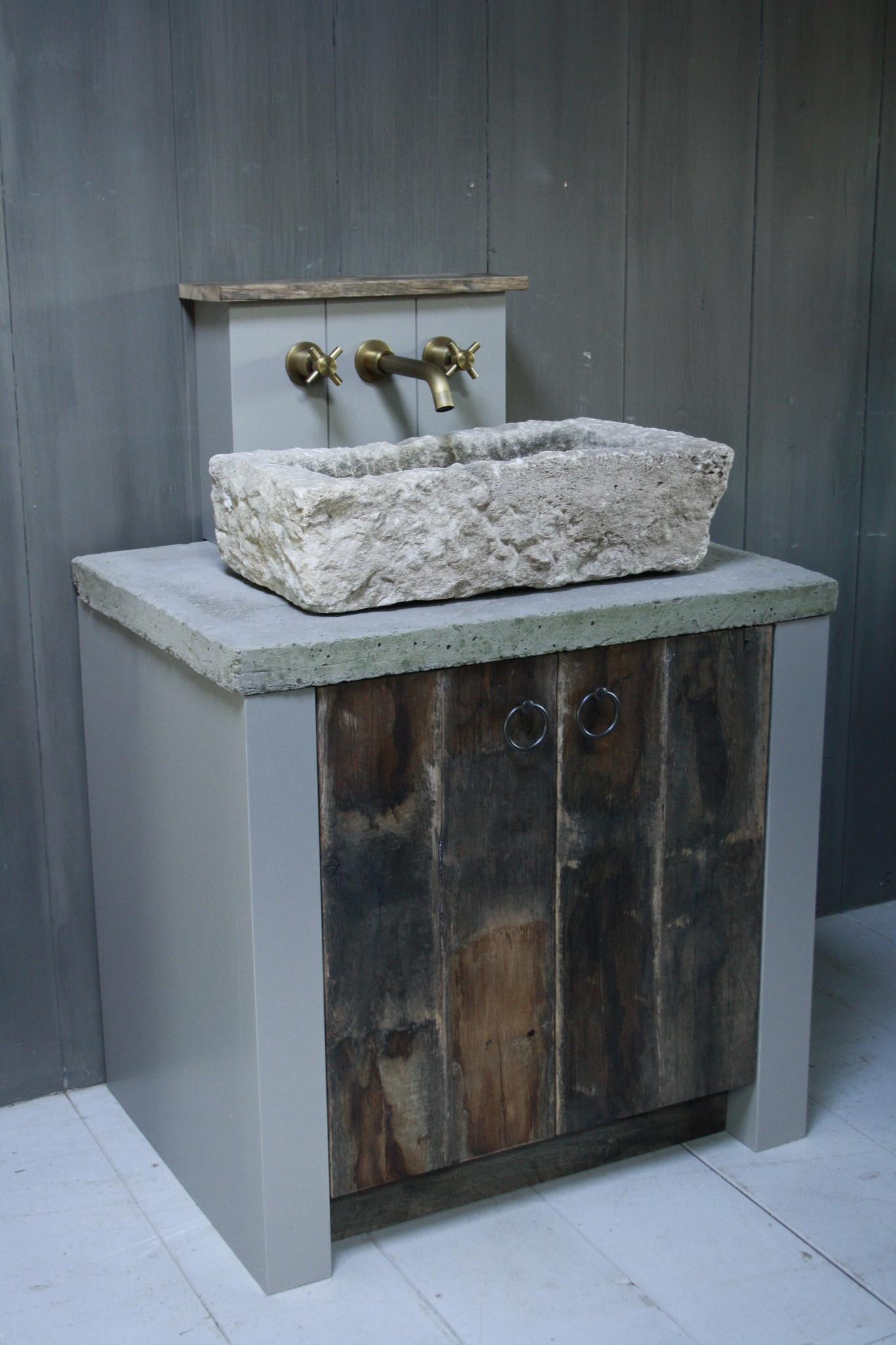Badkamermeubelset oud eikenhout met stenen trog en complete pompstraat-1