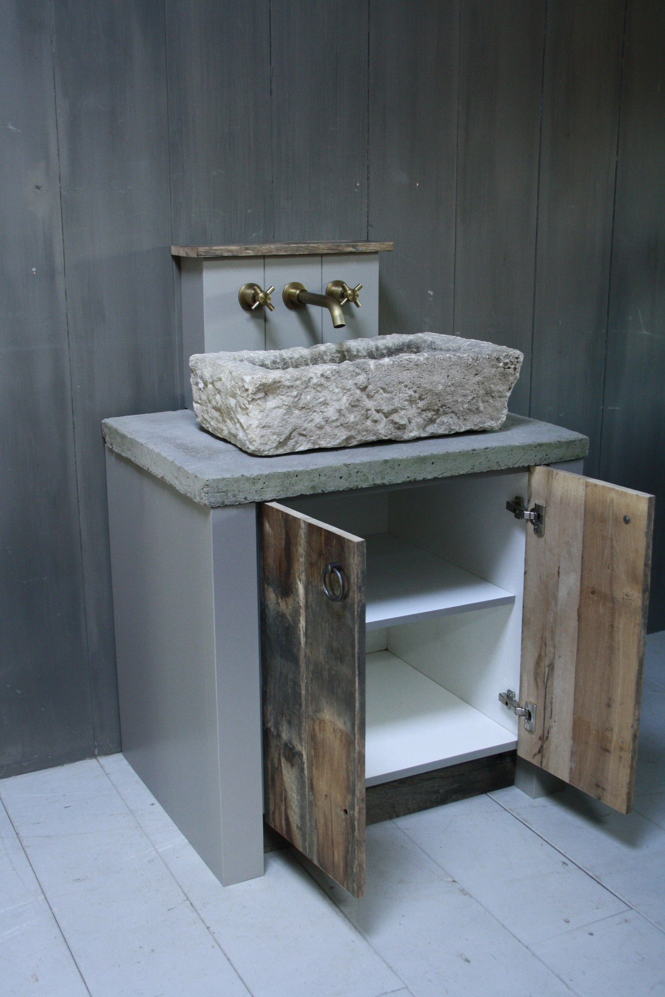 Badkamermeubelset oud eikenhout met stenen trog en complete pompstraat-3