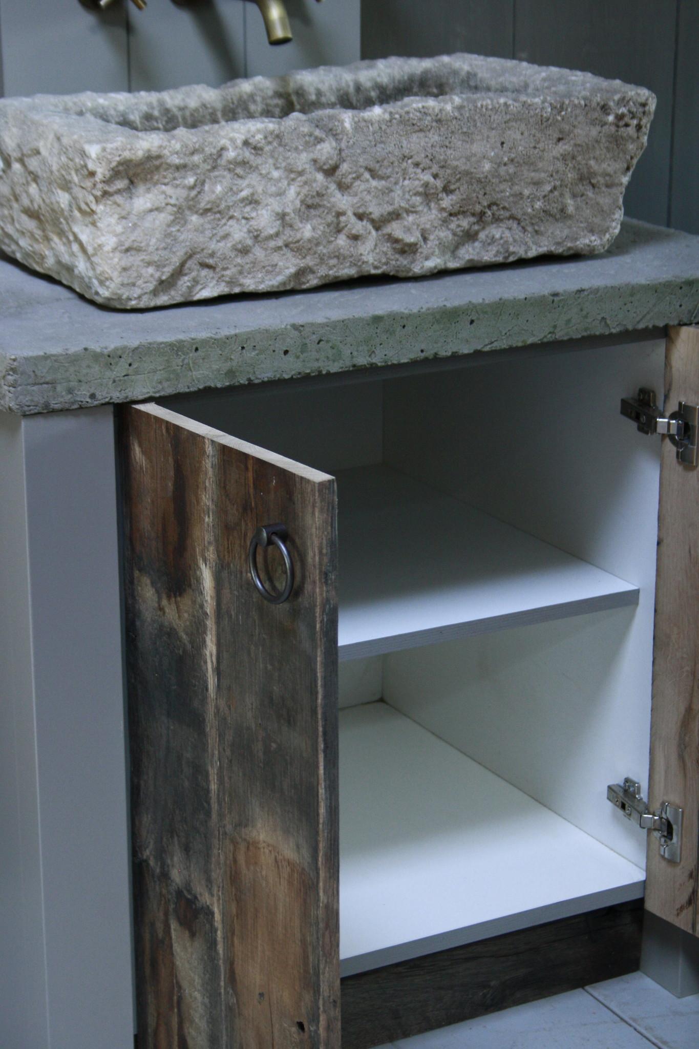 Badkamermeubelset oud eikenhout met stenen trog en complete pompstraat-4
