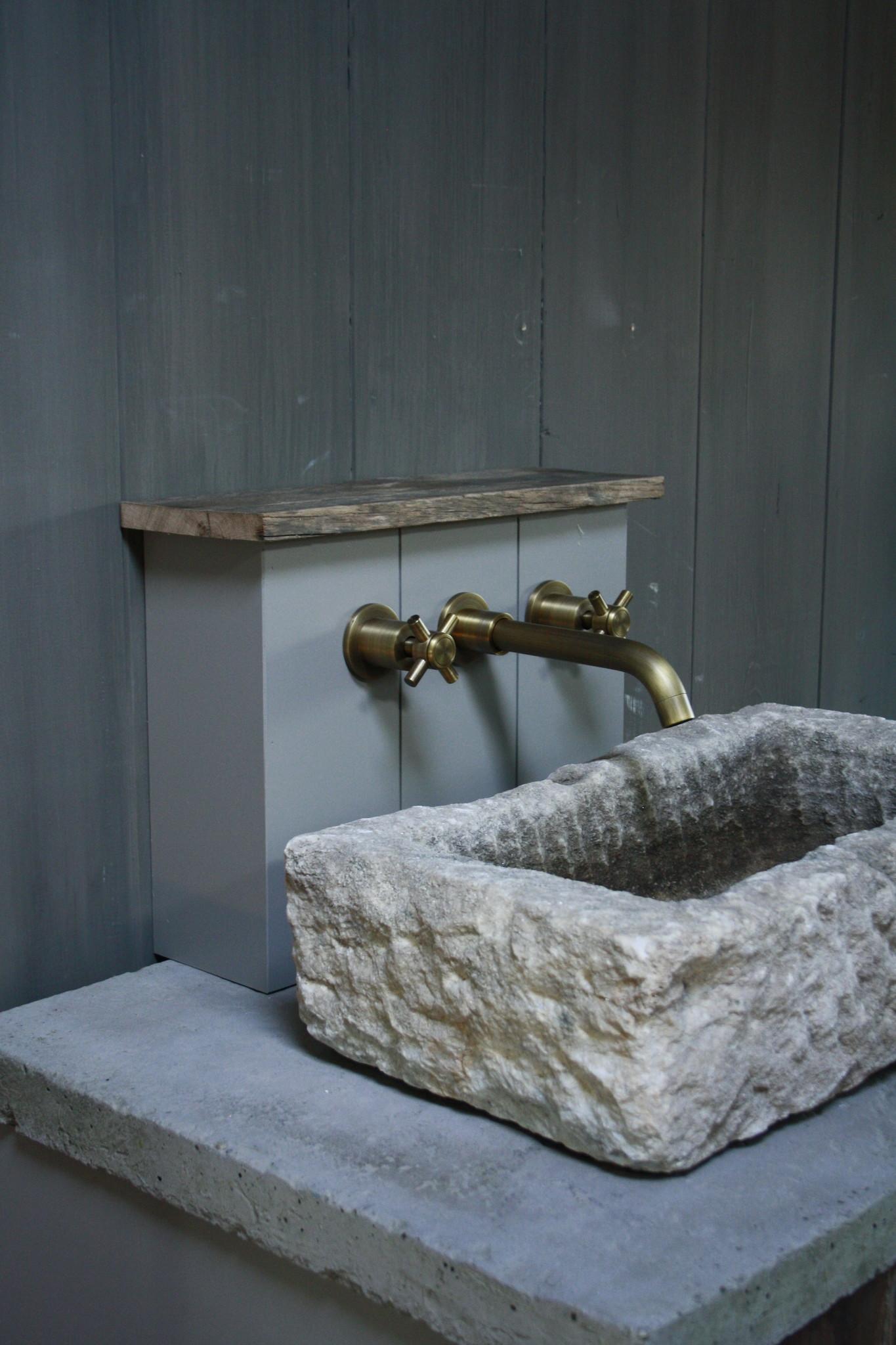 Badkamermeubelset oud eikenhout met stenen trog en complete pompstraat-7