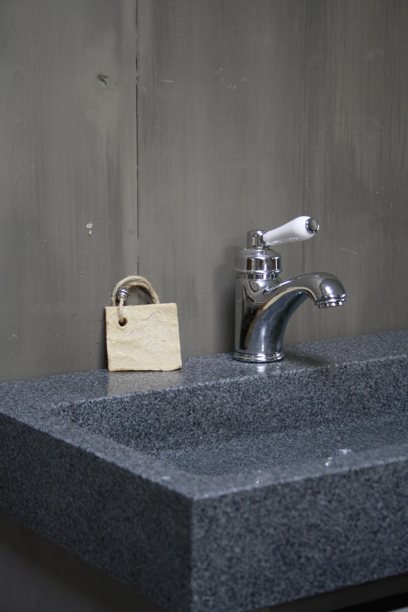 Landelijk badkamermeubel grijs 140 cm met 4 lades en dubbele spoelbak-8