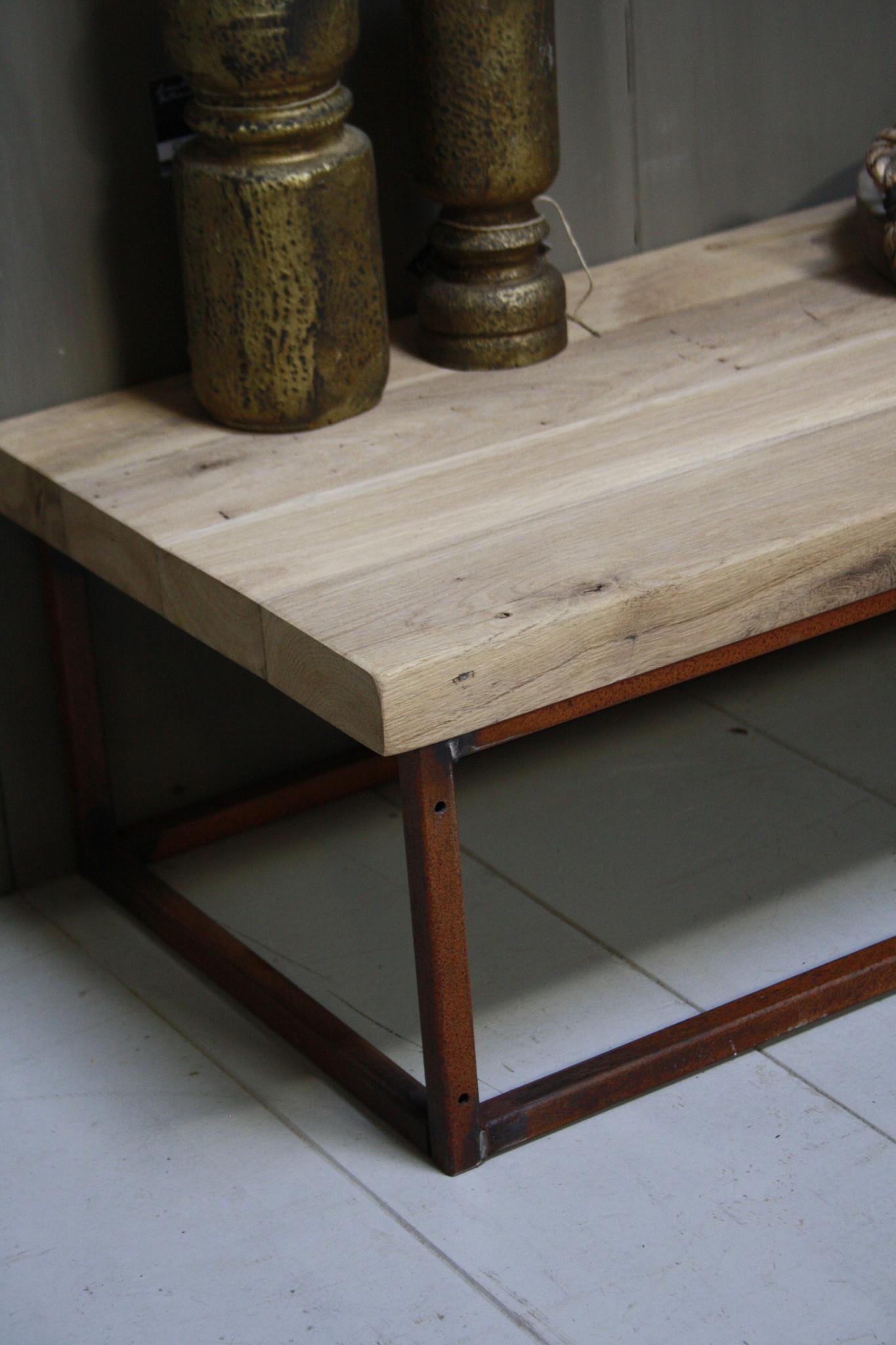 Eikenhouten salontafel met oud ijzeren onderstel 90 cm-6