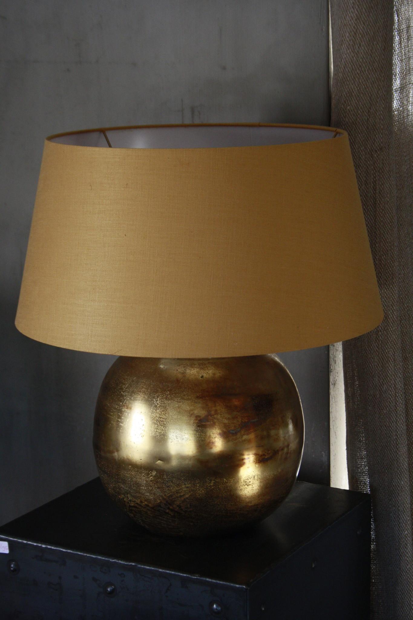 Goudkleurige tafellamp met warmkleurige kap 55 cm-2