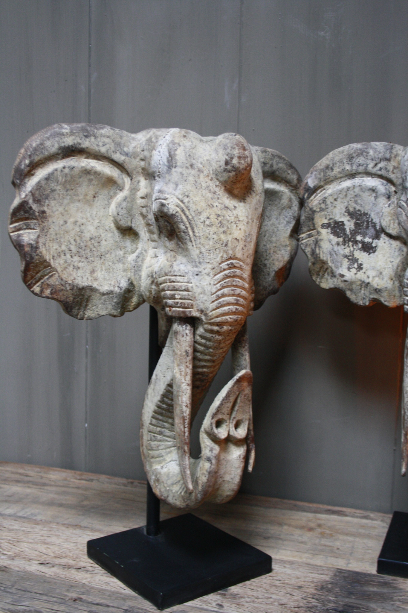 Houten olifant op voet 48 x 40 cm-3