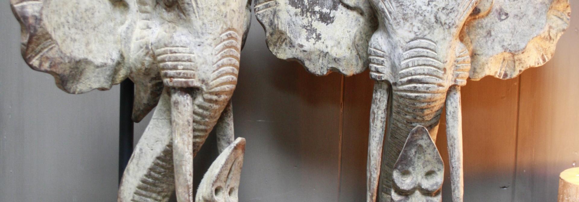 Houten olifant op voet 48 x 40 cm