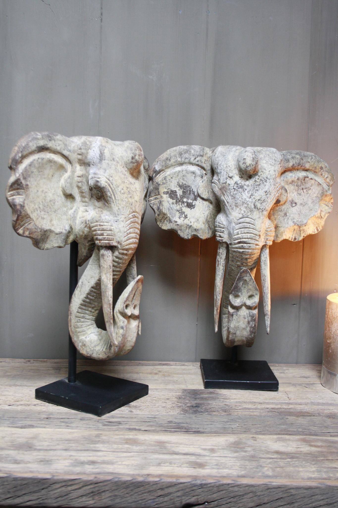 Houten olifant op voet 48 x 40 cm-1