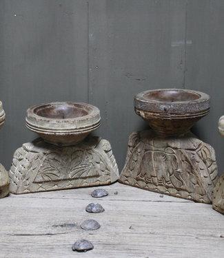 Aura Peeperkorn Oud houten kandelaar Aura Peeperkorn, handgemaakt