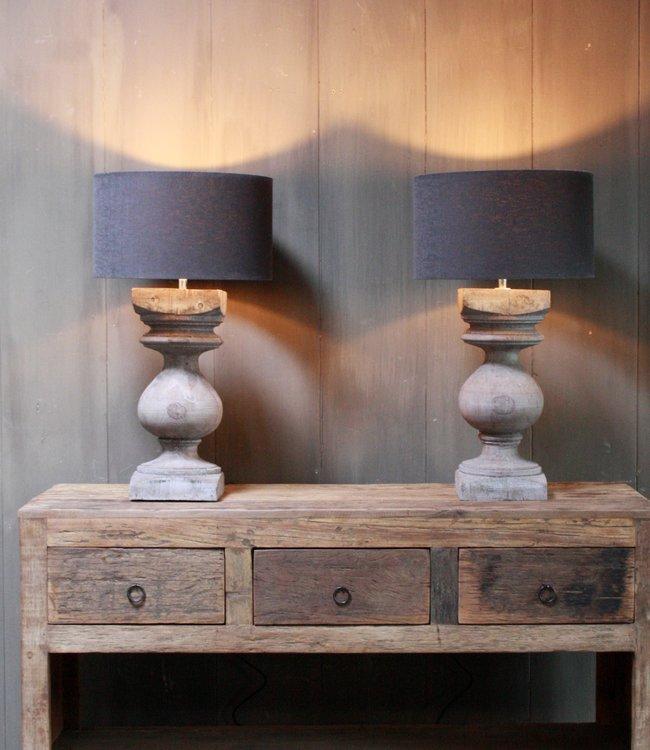 Aura Peeperkorn Grijze houten balusterlamp met kap antraciet