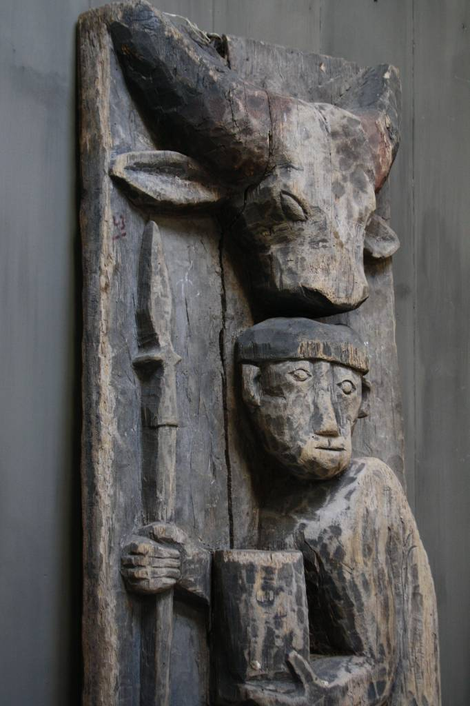Oud houten Indisch paneel man + koe 186 x 60 x 20 cm --4