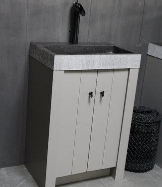Landelijk badkamermeubel grijs met granieten spoelbak en deurtjes