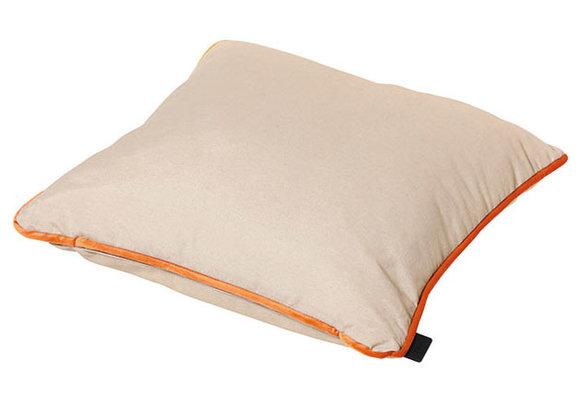 Madison Sierkussen | Velvet Orange Piping | 45x45cm