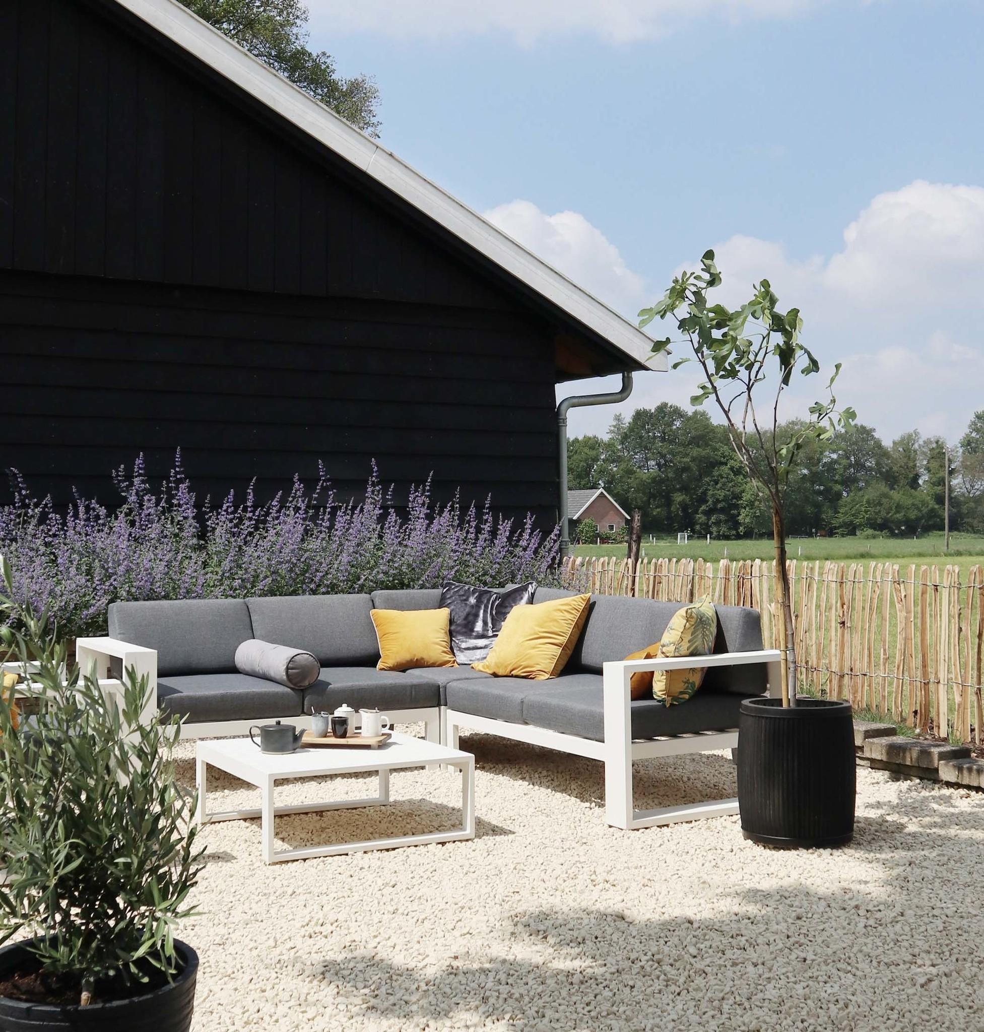 Witte tuinmeubelen
