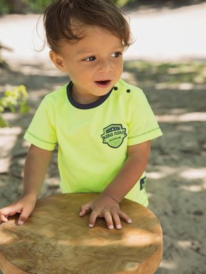 Boys T-shirt neon yellow with logo patch