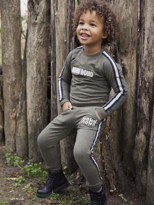 Boys 2-piece set with sweatpants and sweater green