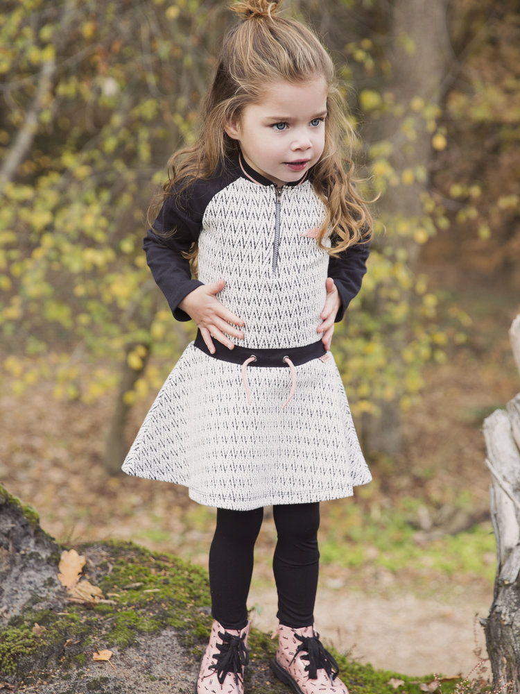 Girls dress in black and white zigzag | 37B-32927