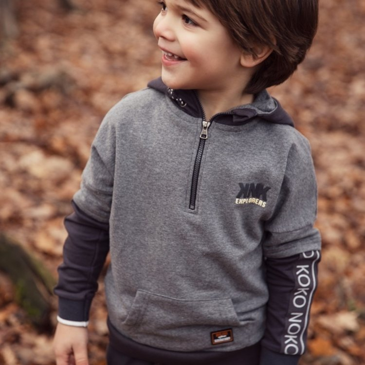 Koko Noko jongens sweater grijs zwart met capuchon   F40870-37