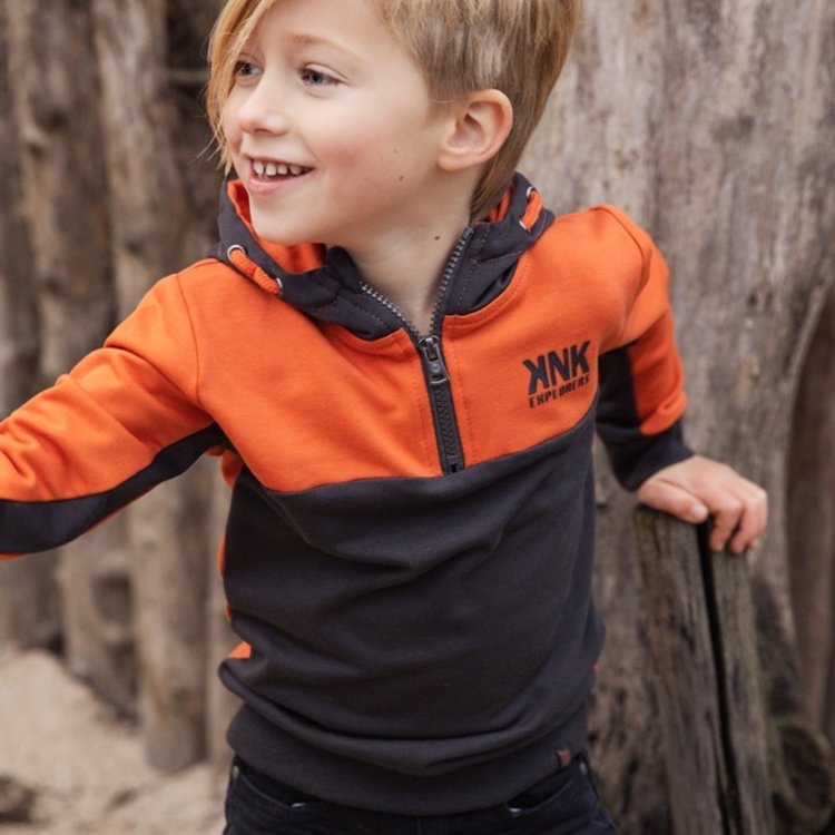 Koko Noko Jungen Pullover orange dunkelgrau mit Kapuze | F40871-37
