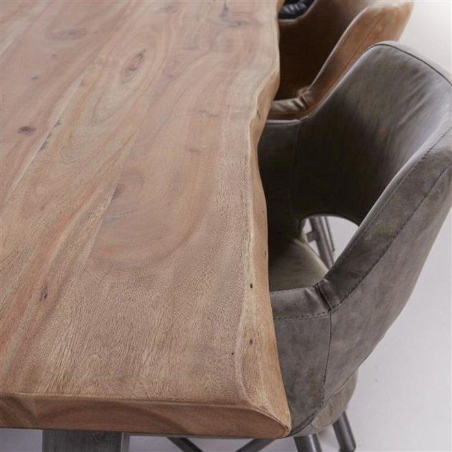 Eetkamertafel 200cm stam in 38mm dik massief acacia met trapezium-vormig frame in 8x8cm zwart geschuurd RVS. / Massief acacia naturel