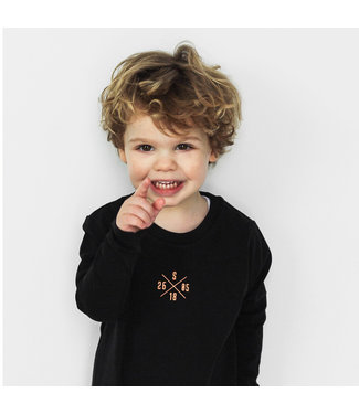 "World of Mina Kids Longsleeve t-shirt //  ""XOXO"" gepersonaliseerd"