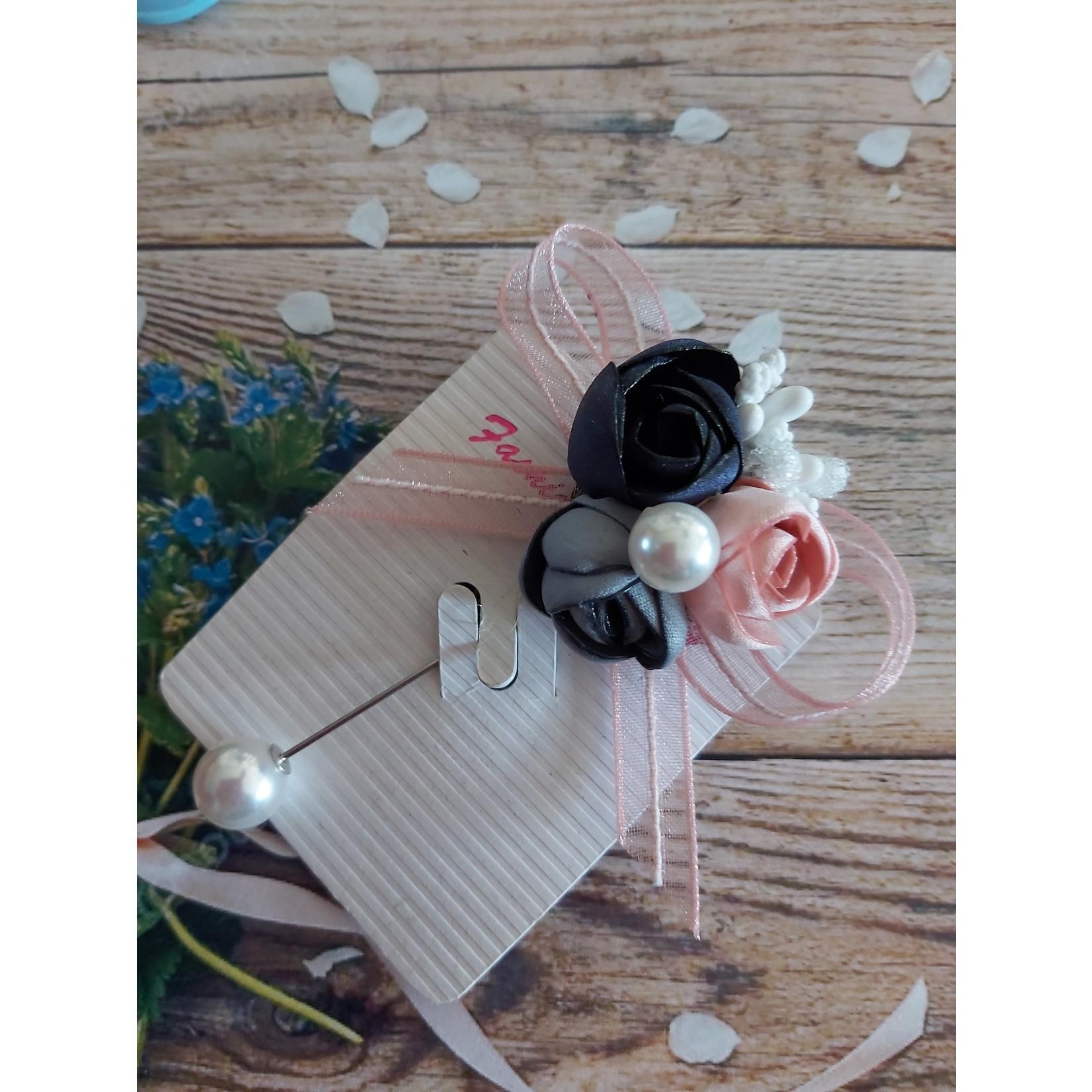 Sjaalspeld met boeketje rozen