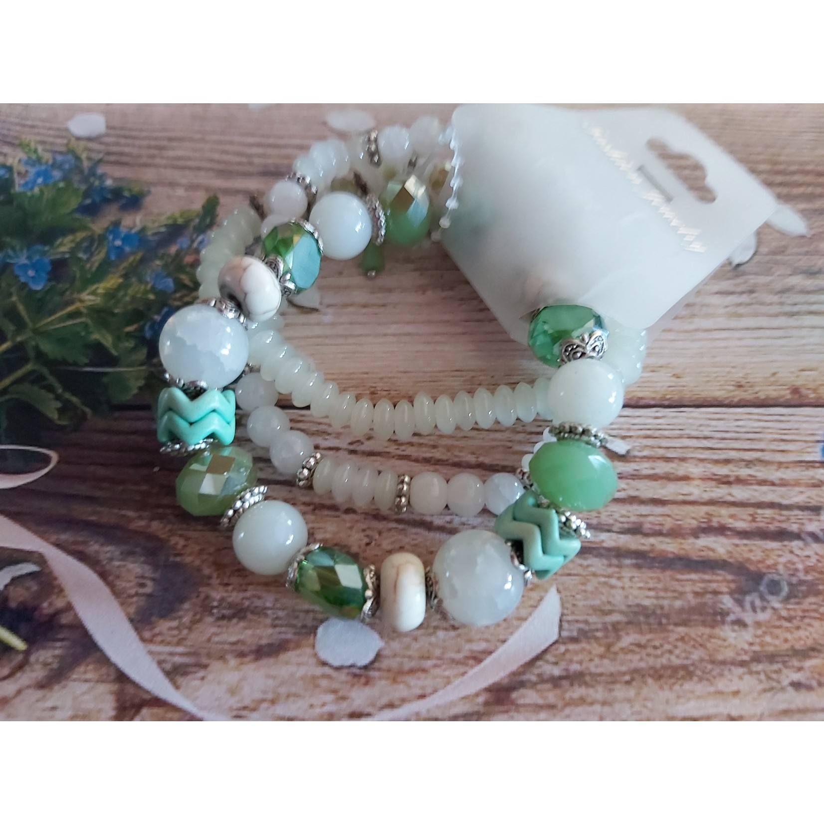 Armband met mintgroene steentjes