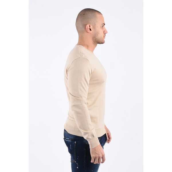 Y Knitwear classic round neck sweater beige