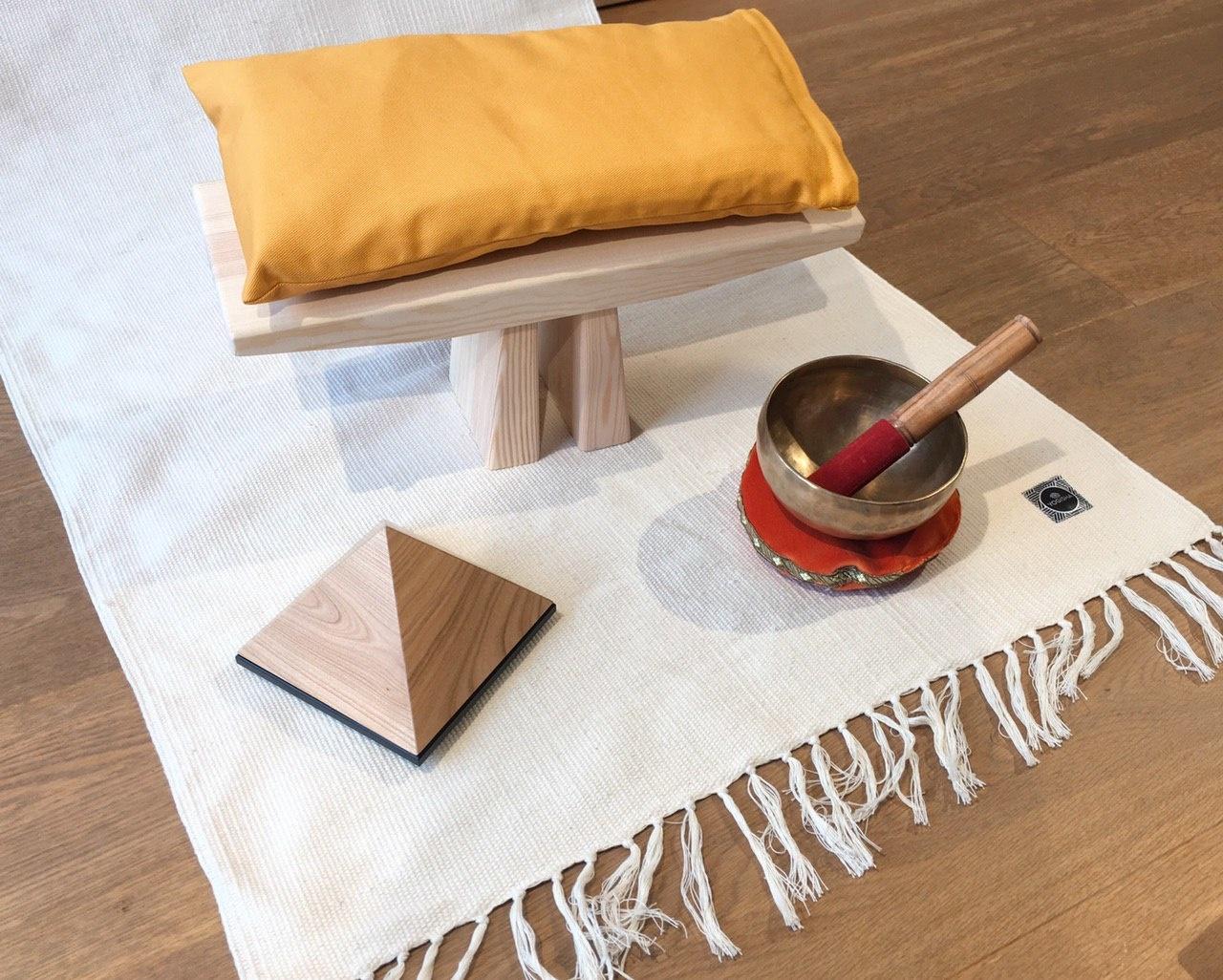 Mediteer comfortabel op een meditatiebankje